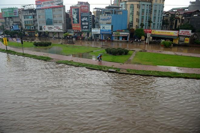 Siêu bão Thần Sấm: Hà Nội mưa lớn, nhiều tuyến đường ngập nặng 13
