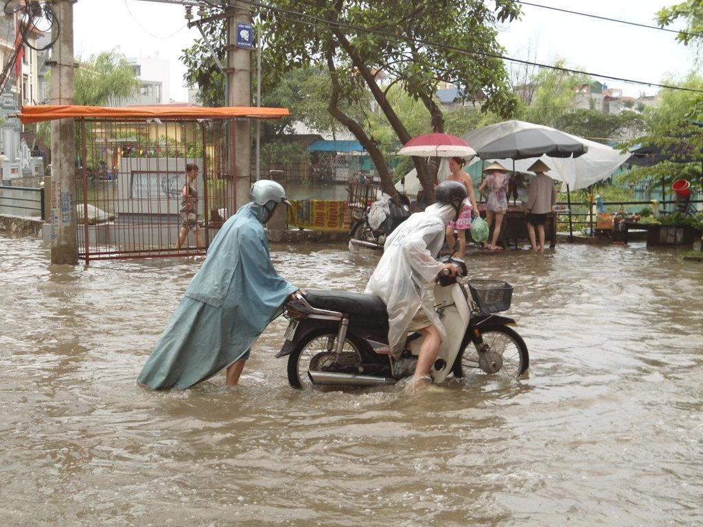 Siêu bão Thần Sấm: Hà Nội mưa lớn, nhiều tuyến đường ngập nặng 6