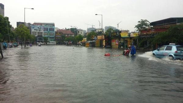 Siêu bão Thần Sấm: Hà Nội mưa lớn, nhiều tuyến đường ngập nặng 11