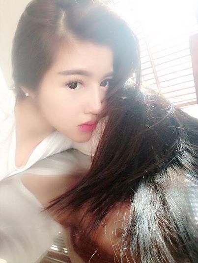 Elly Trần gây sốc với quần siêu ngắn lộ liễu 6