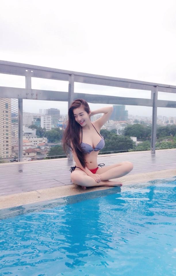 Elly Trần gây sốc với quần siêu ngắn lộ liễu 8