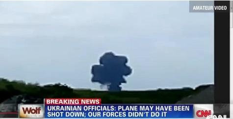 Khoảnh khắc máy bay xấu số MH17 phát nổ trên mặt đất 8