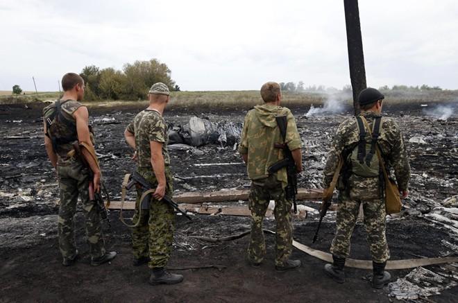 Cận cảnh máy bay Malaysia bị tên lửa bắn rơi ở Ukraina 9