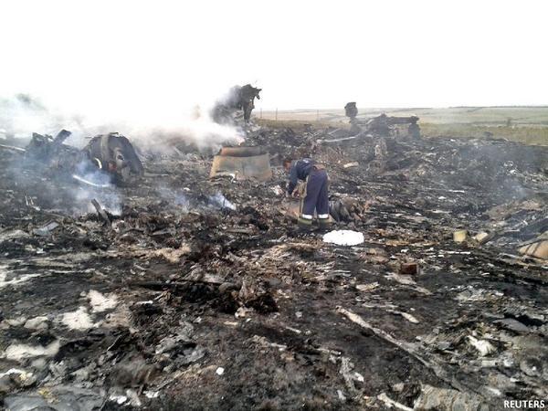 Cận cảnh máy bay Malaysia bị tên lửa bắn rơi ở Ukraina 11