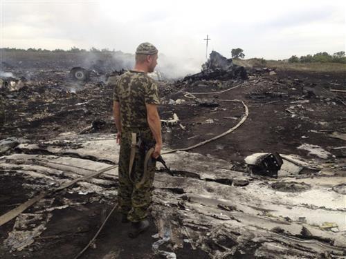 Cận cảnh máy bay Malaysia bị tên lửa bắn rơi ở Ukraina 18