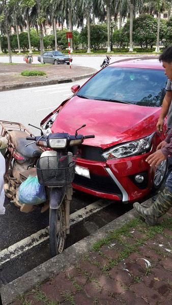 Đâm Honda Dream, Toyota Yaris vỡ đầu 5