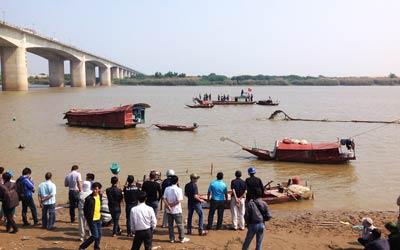 Xác chết không đầu trên sông Hồng: