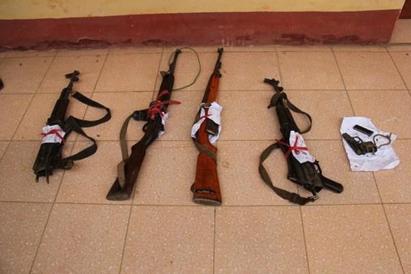 Hình ảnh vụ đấu súng với 25 kẻ buôn heroin, 1 cảnh sát hy sinh 11