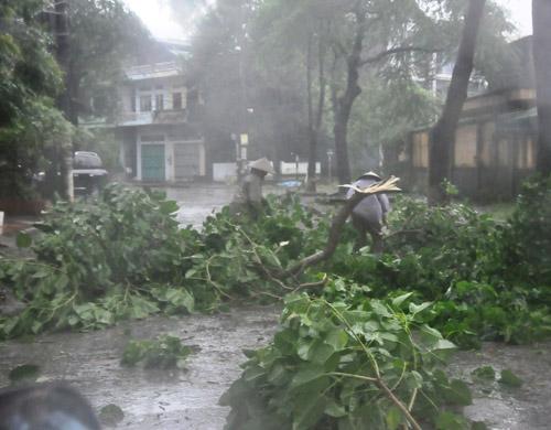 Cơn bão số 2 suy yếu thành áp thấp nhiệt đới, cảnh báo mưa lớn ở Hà Nội 5