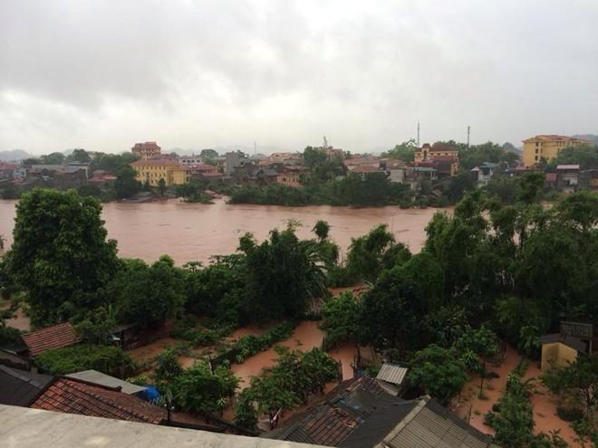 Lạng Sơn chìm trong biển nước vì bão Thần Sấm 17