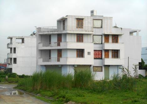 Đại gia xây villa cho ôsin, ... Cường đô la trả đất 1