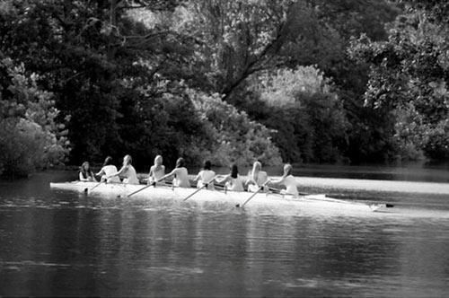 Bộ ảnh 17 nữ sinh nude 100\% chèo thuyền khiến nhiều người bất ngờ 5