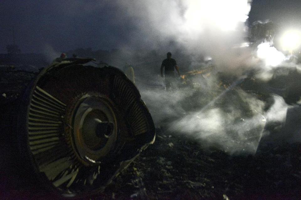Mỹ phát hiện dấu vết tên lửa bắn rơi máy bay MH17 6