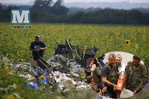 """Thủ tướng Úc: Hiện trường vụ MH17 đã bị bới tung và """"xóa dấu vết"""" 5"""