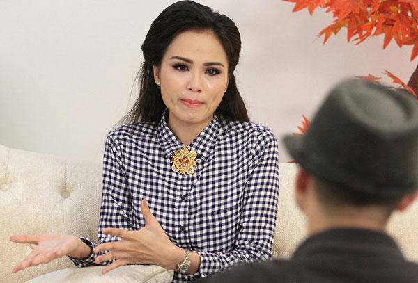 Hoàng Thùy Linh, Ngọc Trinh bật khóc vì chuyện buồn quá khứ 9