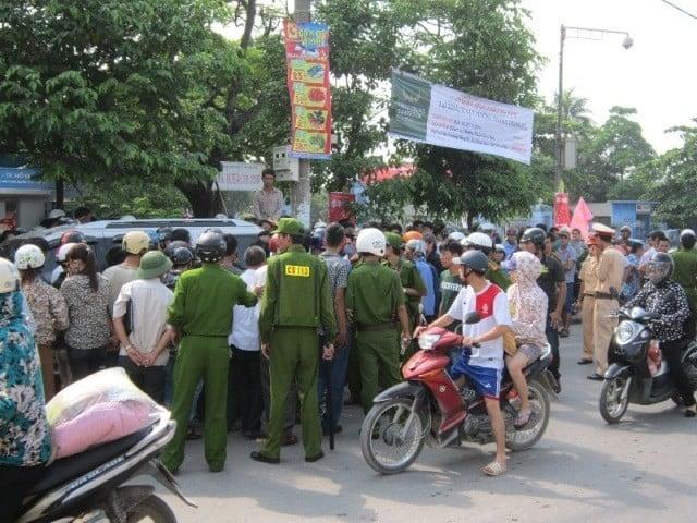 Náo loạn vì lái xe biển xanh đuổi chém người ở Thanh Hóa 5