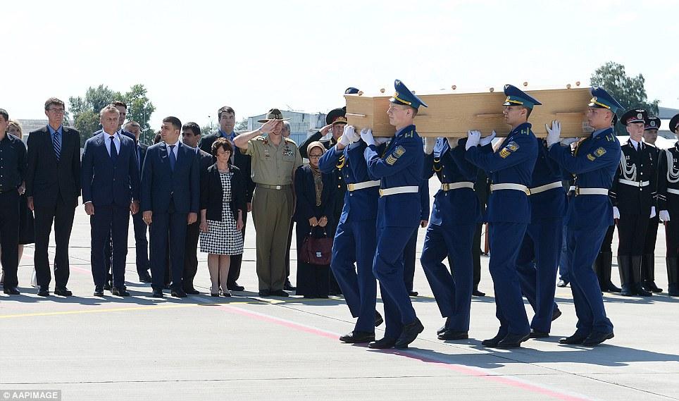 Thi hài nạn nhân MH17 về đến Hà Lan, cả nước chìm trong đau thương 9