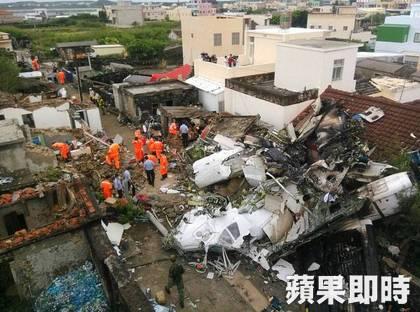 Tai nạn máy bay Đài Loan: Nạn nhân rơi trên nóc nhà dân 5
