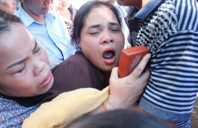 Cha mẹ khóc nghẹn đưa tang 3 học sinh chết đuối trong chùa 7