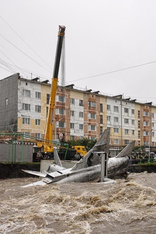 Máy bay chiến đấu Nga bị...nước lũ cuốn trôi 10