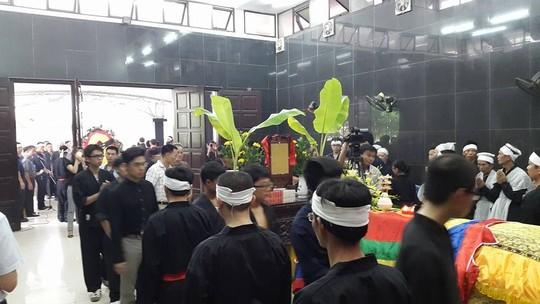 Hàng ngàn đệ tử mặc võ phục tiễn đưa Trưởng môn phái Bình Định Gia 10