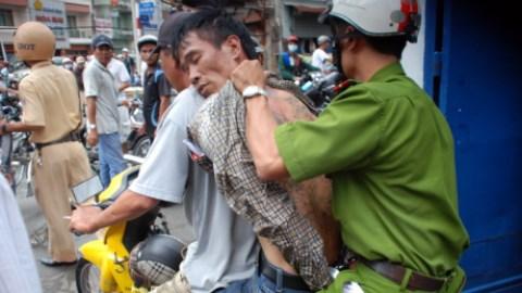 Thiếu tá cảnh sát bị chém đứt gân tay vẫn đuổi bắt cướp 4