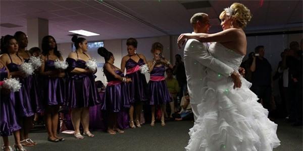 Chùm ảnh cưới của người phụ nữ chuyển giới gây xúc động 16