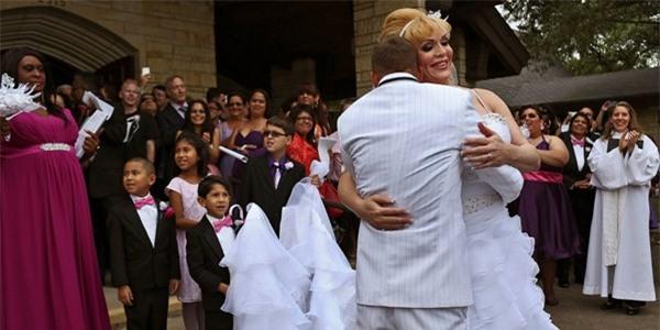 Chùm ảnh cưới của người phụ nữ chuyển giới gây xúc động 20