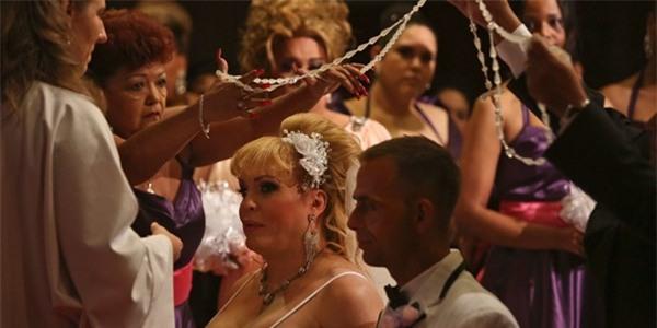 Chùm ảnh cưới của người phụ nữ chuyển giới gây xúc động 27