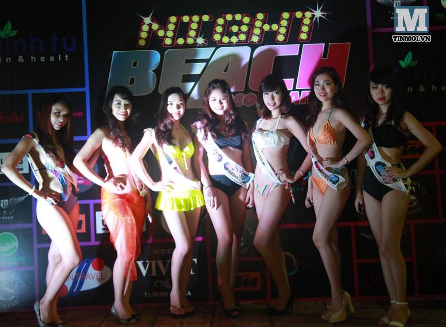 """Cận cảnh tiệc bikini """"nóng bỏng"""" tại Hà Nội"""