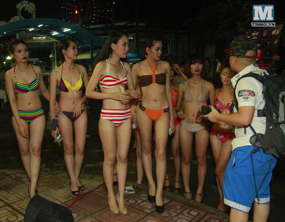 Cận cảnh tiệc bikini