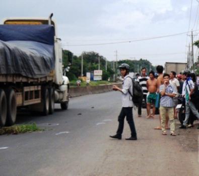 Thanh niên bị cuốn vào gầm xe tải, kéo lê hơn 30m 5