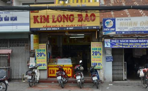 Bị giật túi đá quý 1,5 tỷ đồng trước tiệm vàng ở Sài Gòn 5