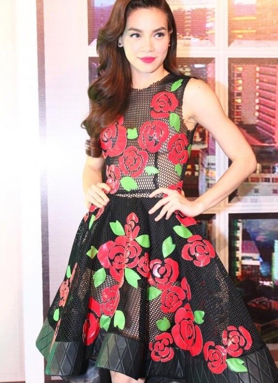 Hồ Ngọc Hà mặc váy xuyên thấu gợi cảm trên sóng truyền hình 7
