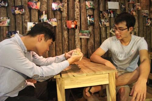 Rùng rợn uống cafe ôm kỳ đà giữa lòng Hà Nội 23