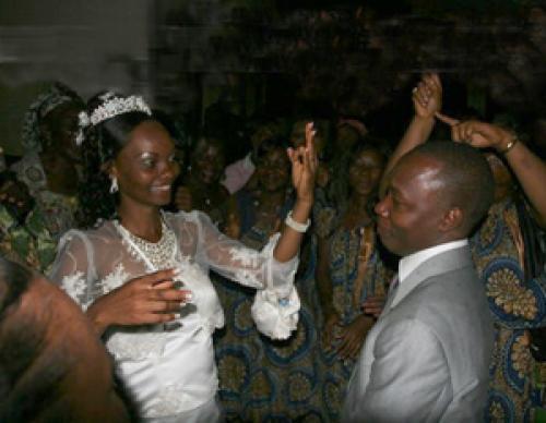 Con trai lấy mẹ đẻ làm vợ, em chồng cưới chị dâu 5
