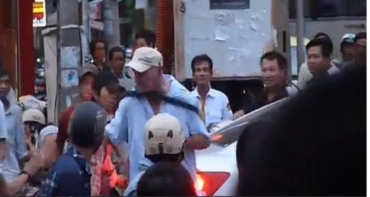 Người dân Đà Nẵng xin lỗi vì xô xát với khách nước ngoài 4