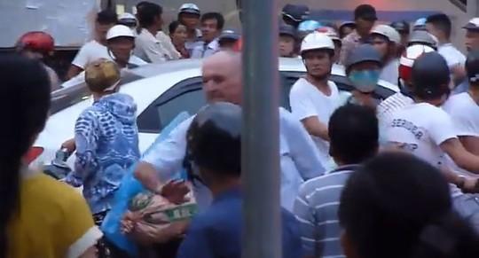 Người dân Đà Nẵng xin lỗi vì xô xát với khách nước ngoài 5