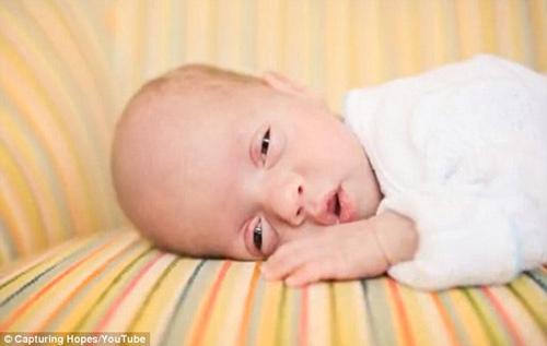 Những bức ảnh về trẻ sinh non xúc động của bà mẹ mất con 10