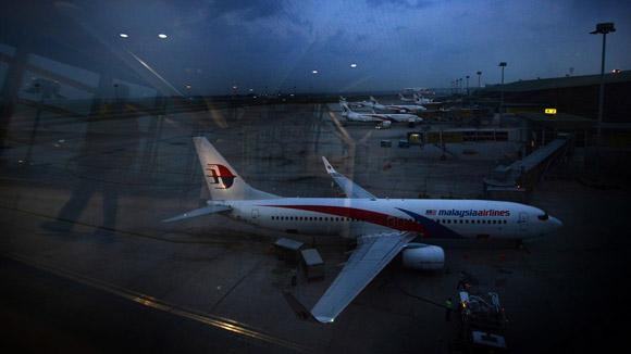 Máy bay Malaysia tiếp tục gây khiếp sợ khi suýt đâm va 7