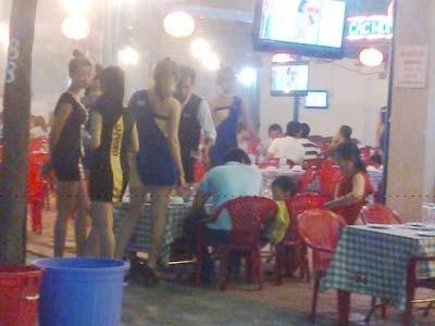 Hình ảnh Quán nhậu hút khách bằng món độc chân dài giữa Sài Gòn số 1