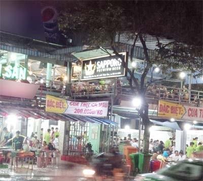 Hình ảnh Quán nhậu hút khách bằng món độc chân dài giữa Sài Gòn số 2
