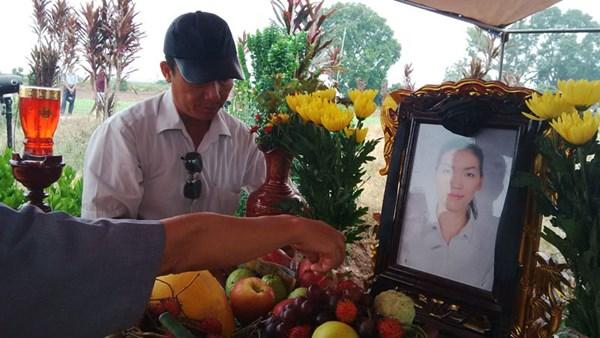 Chùm ảnh: Cầu siêu nạn nhân vụ thẩm mỹ viện Cát Tường tại nghĩa trang 6