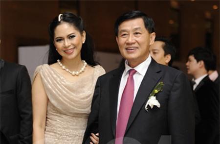 Doanh nhân 8X 'dạy' bố chồng Hà Tăng bán hàng ở Tràng Tiền Plaza 6