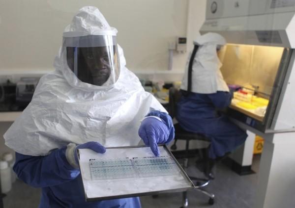 Dịch Ebola: Lộ diện nạn nhân đầu tiên truyền bệnh cho thế giới 4