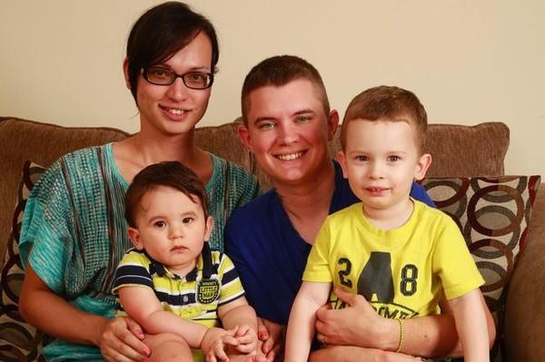 Người đàn ông mang bầu, sinh con thay vợ 5
