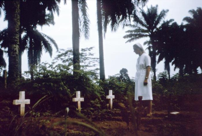 Dịch Ebola: Cận cảnh ngôi làng