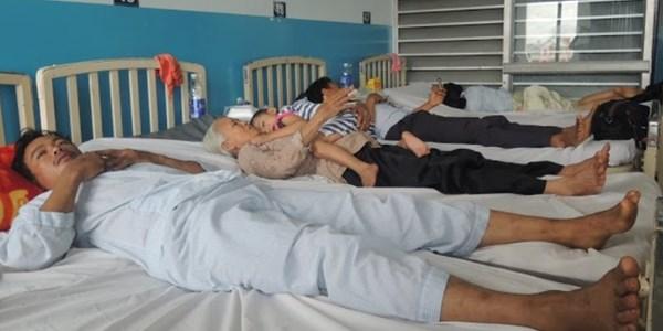 Hình ảnh Uống rượu huyết trăn, 11 người trong gia đình nhập viện số 1
