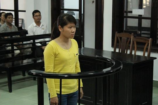 Vắng gần 1.000 người liên quan, tòa hoãn xử nữ CSGT tham ô 5
