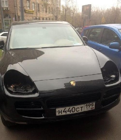 Xe Porsche bị ưa thích vặt đèn ở Nga 9